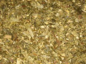Чем кормить кур-несушек: виды корма, нормы и частота питания, запреты
